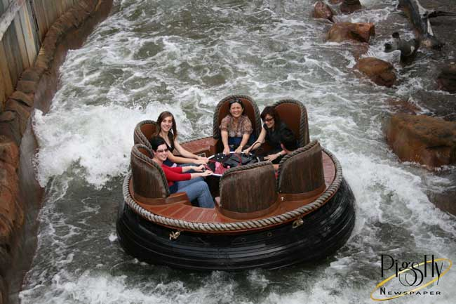 650px_thunder_river_rapids_ride